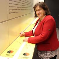 """MdB Marianne Schieder schickt mit dem """"Gelben Band der Verbundenheit"""" Weihnachtsgrüße an Soldatinnen und Soldaten im Auslandseinsatz."""