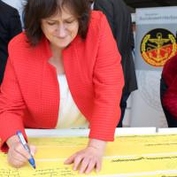 MdB Marianne Schieder: Zeichen der Verbundenheit mit den Einsatzsoldaten/innen